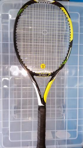 テニスラケット、E-ZONEai100(イーゾーンai100)を使用した感想と評価